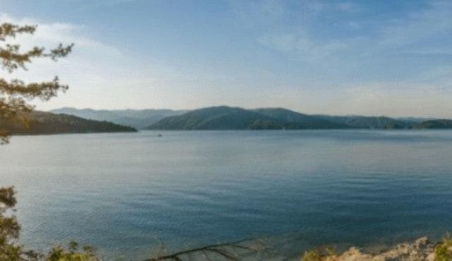 photo of a dock on Lake Jocassee