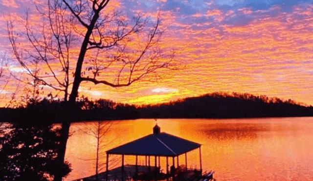 image of lake Keowee by Laurie Metzger